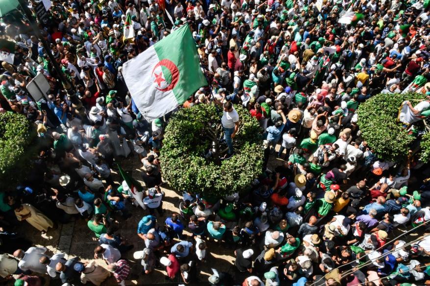 """الجزائر: فريق الحوار يختار """"لجنة حكماء"""" من 41 شخصية.. هذه مهامها؟"""