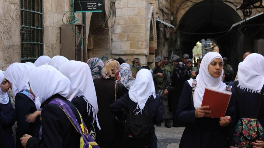 100 ألف طالب بالقدس سيحرمون من التعليم بالمنهاج الفلسطيني