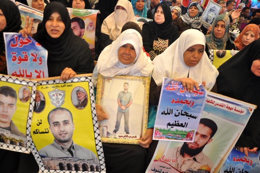 فارس: أي مقترحات تمس بحقوق عائلات الأسرى مرفوضة