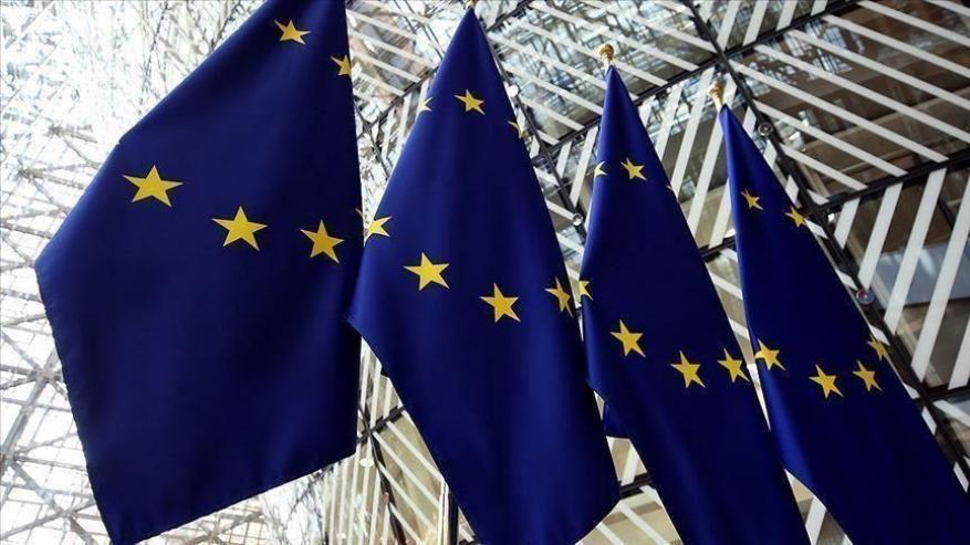الاتحاد الأوروبي يهدد بتقليص الدعم المالي للسلطة إذا أوقف عباس الانتخابات