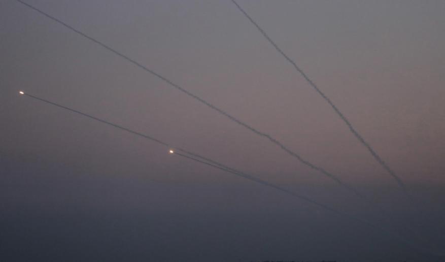 شاهد.. المقاومة تُطلق رشقاتها الصاروخية باتجاه مستوطنات الاحتلال