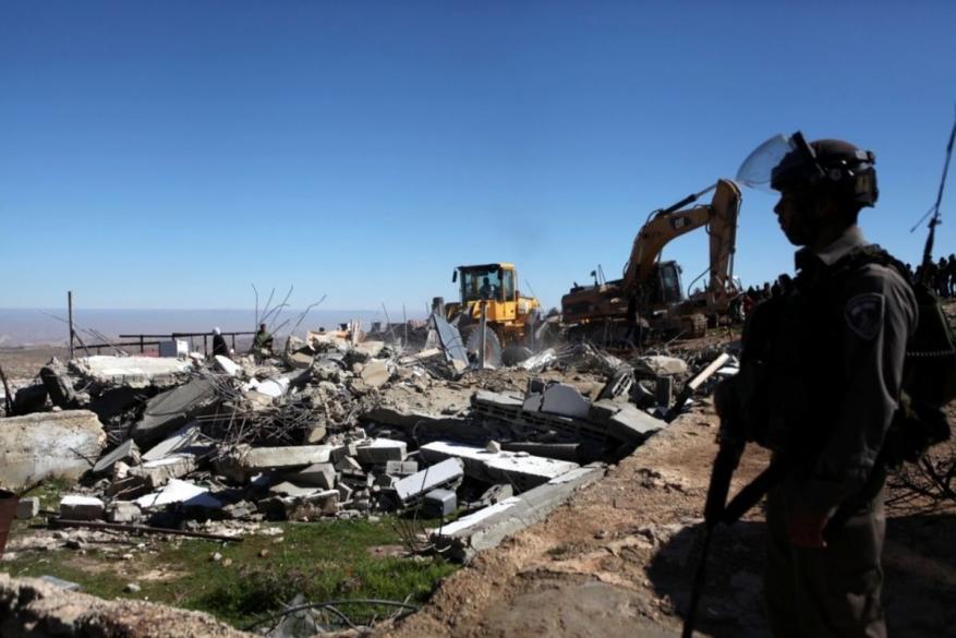 """التماس لـ""""العليا الإسرائيلية"""" لإلغاء """"قانون كامينتس"""" المسبب لهدم المنازل"""