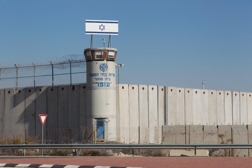 إدارة سجون الاحتلال تمنع دخول ممثلي الأسرى لأقسام القاصرين