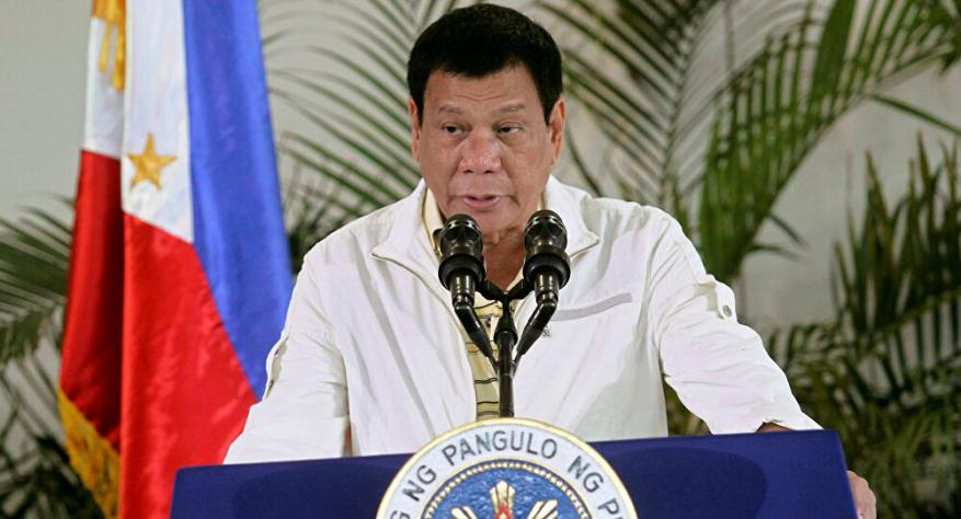 الرئيس الفلبيني يطلب من مواطنيه تعقيم الكمامات بالبنزين