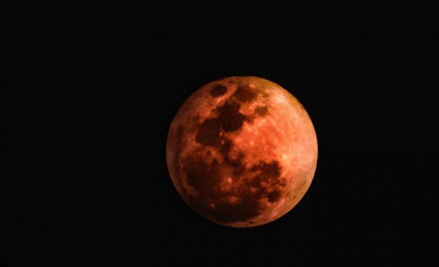 السر في ليلة اختفاء القمر من السماء تماما عام 1110