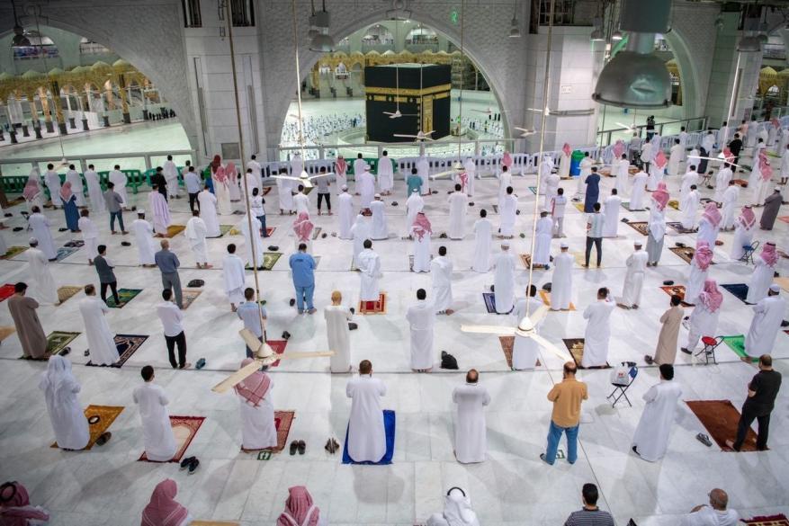 عودة الصلاة بالمسجد الحرام بعد 7 أشهر من الإغلاق