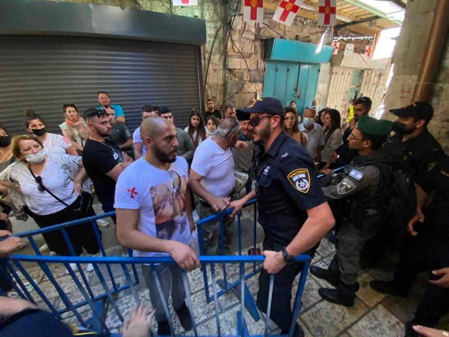 شرطة الاحتلال تعتدي على المسيحيين المحتفلين بسبت النور في القدس