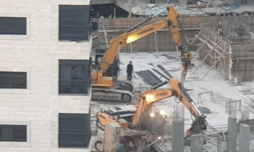 الاحتلال يهدم بنايتين قيد الإنشاء في العيزرية شرق القدس