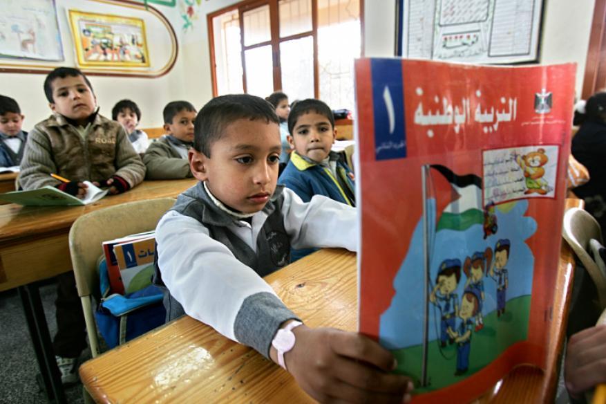 الاحتلال يواصل التحريض على مناهج الأونروا بالمدارس الفلسطينية