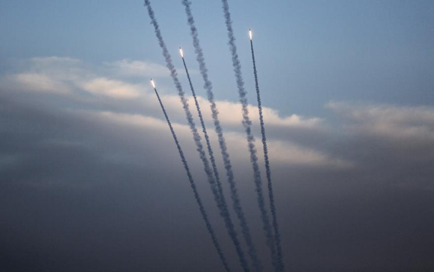 """1000 صاروخ يوميًا.. """"والا"""": ما حدث بالحروب السابقة لا يقارن بما سيحصل بالحرب القادمة"""