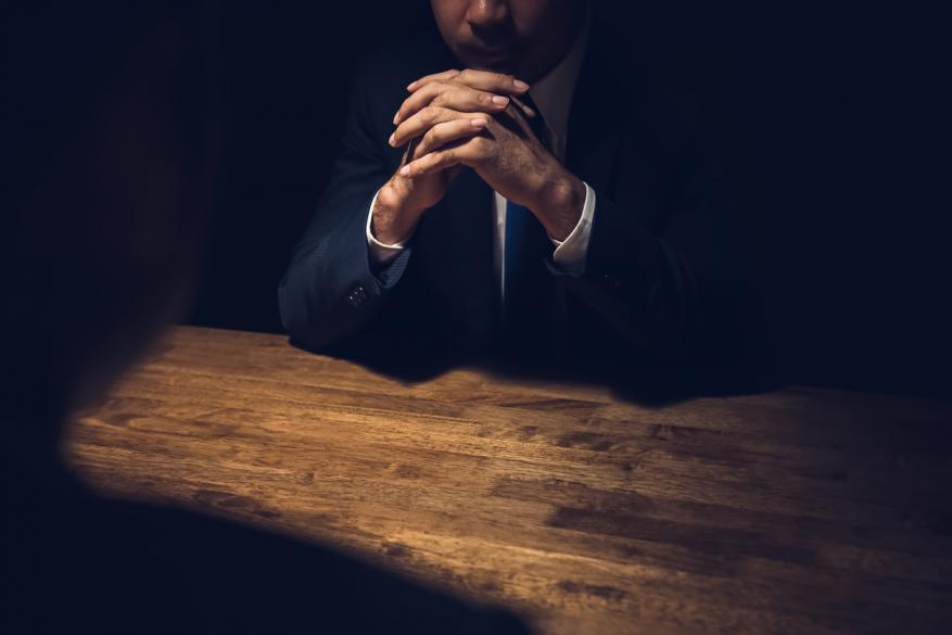 كيف يمارس رجل المخابرات الخداع والتضليل؟