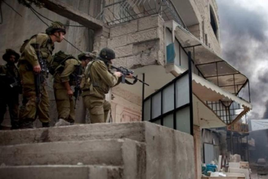 الاحتلال يشن حملة اعتقالات ومداهمات ليلية في الضفة