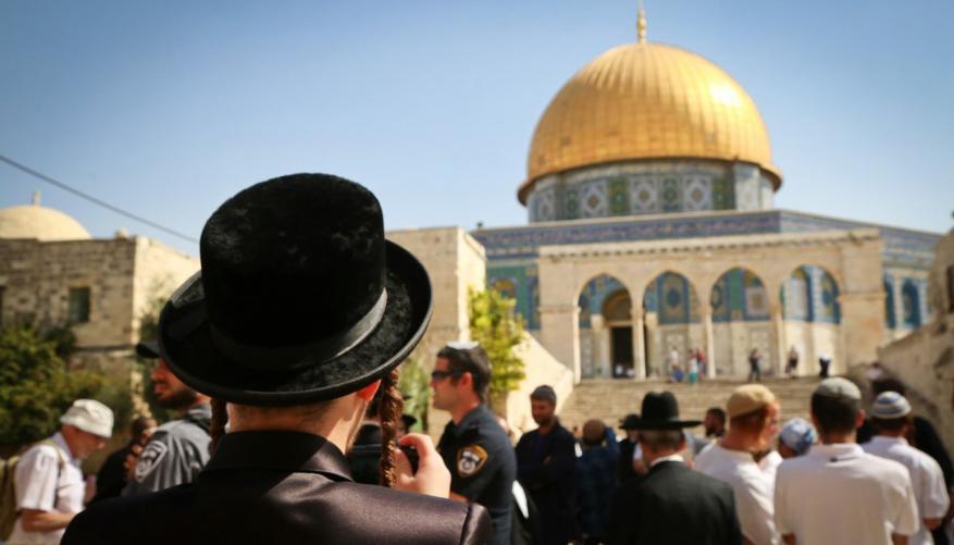 حماس: انتهاك حرمة المسجد الأقصى لعب بالنار