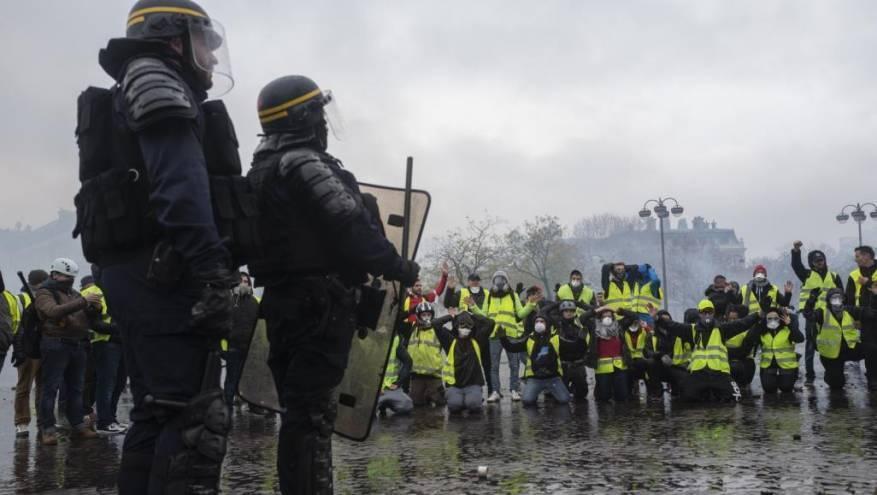اشتباكات مع استمرار احتجاجات السترات الصفراء بفرنسا