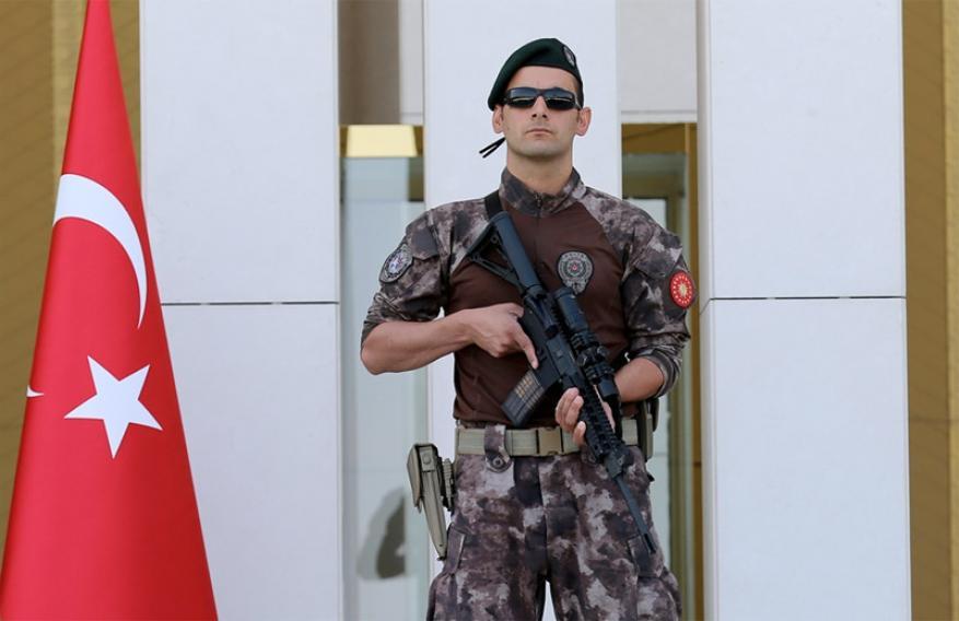 """تركيا تعتقل مقرباً من """"دحلان"""" بتهم التجسس لصالح الإمارات"""