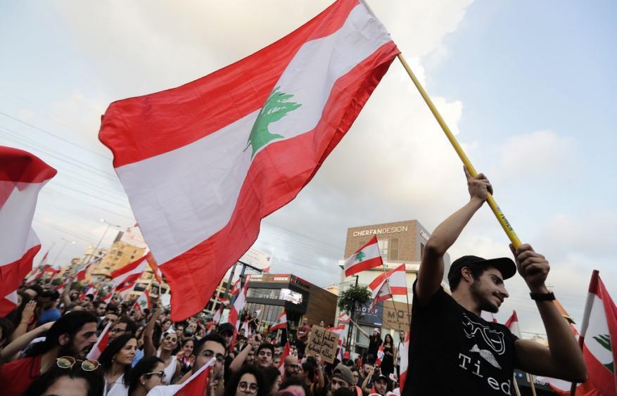 حكومة لبنان تتبنى ميزانية خالية من ضرائب جديدة وتجتمع غدًا لإيجاد مخرج من الأزمة