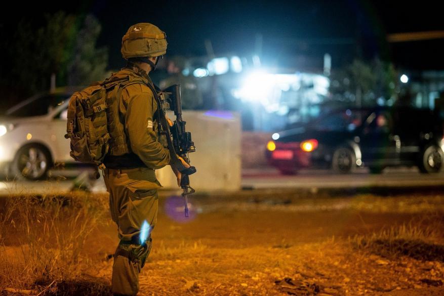 قوات الاحتلال تعتقل مواطنَين من الخليل