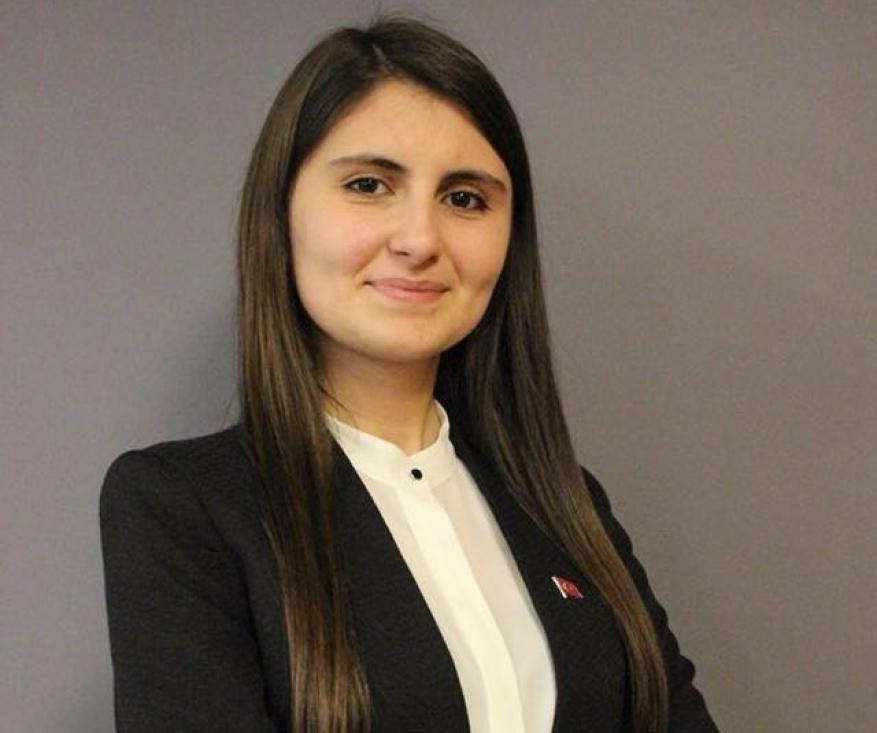عمرها 18 عاماً.. تعرف على أصغر مرشحة للانتخابات البرلمانية التركية !