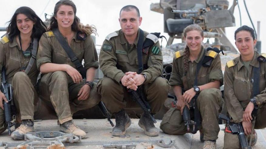 معاقبة ضابط ومجنّدات في جيش الاحتلال لاستغراقهن في النوم أثناء التدريب