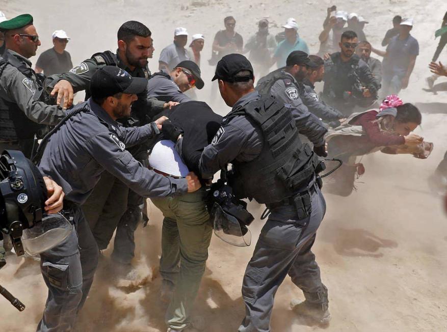الاحتلال يعتدي على مواطنين تصدوا لهدم منازلهم في القدس