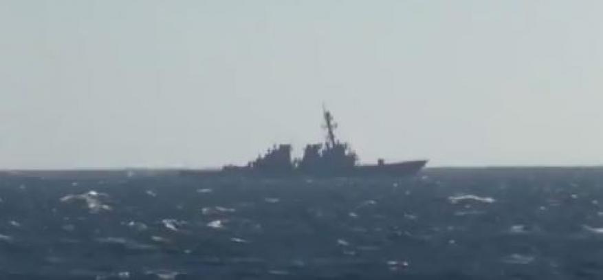 الدفاع الروسية: طرد مدمرة أمريكية من المياه الإقليمية