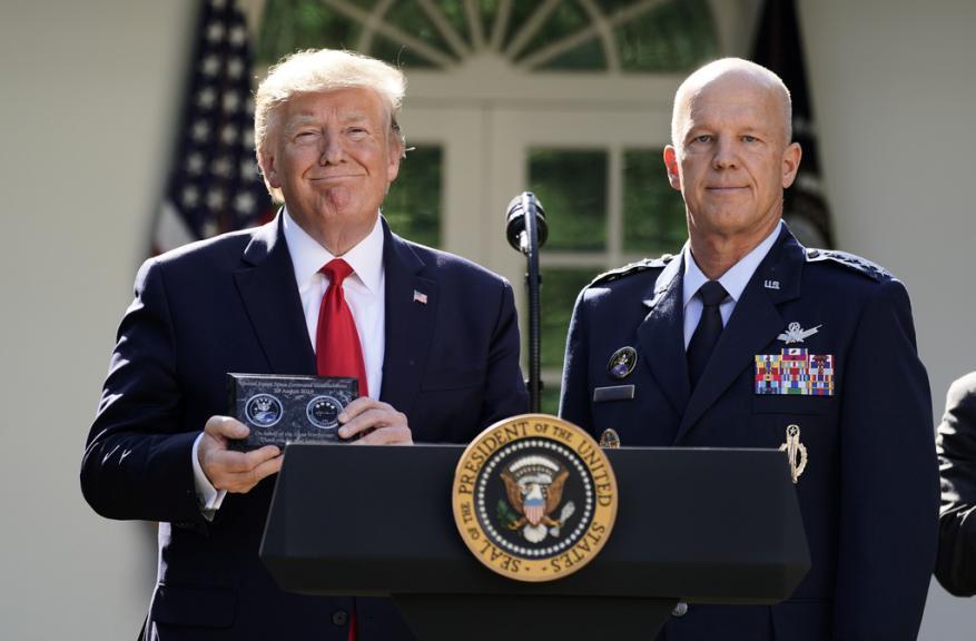 ترامب ينشئ قيادة عسكرية للفضاء وتحذير روسي