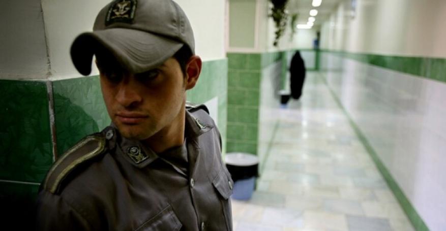 """بسبب كورونا... إيران تفكر في منح """"إجازة"""" لنزلاء السجون"""