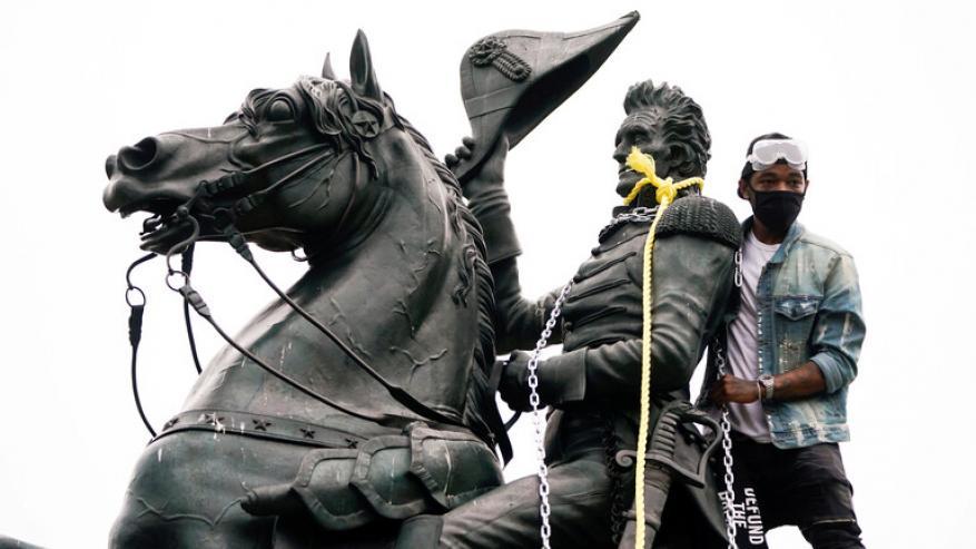 ترامب: أعمال تخريب التماثيل في الولايات المتحدة توقفت بالكامل!