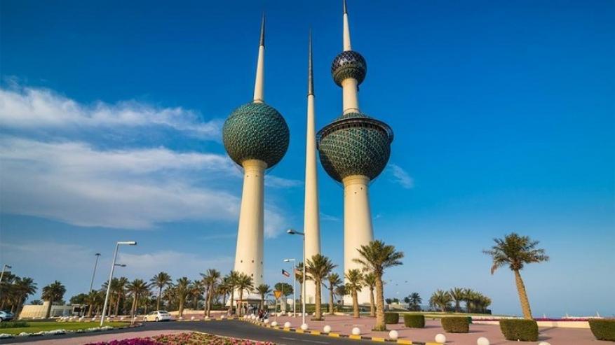 """إعلان """"مثير"""" في شوارع الكويت يغضب المواطنين.. والسلطات تتدخل!"""