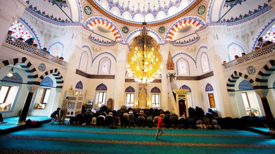 هل يجوز إغلاق المساجد وقايةً من كورونا؟