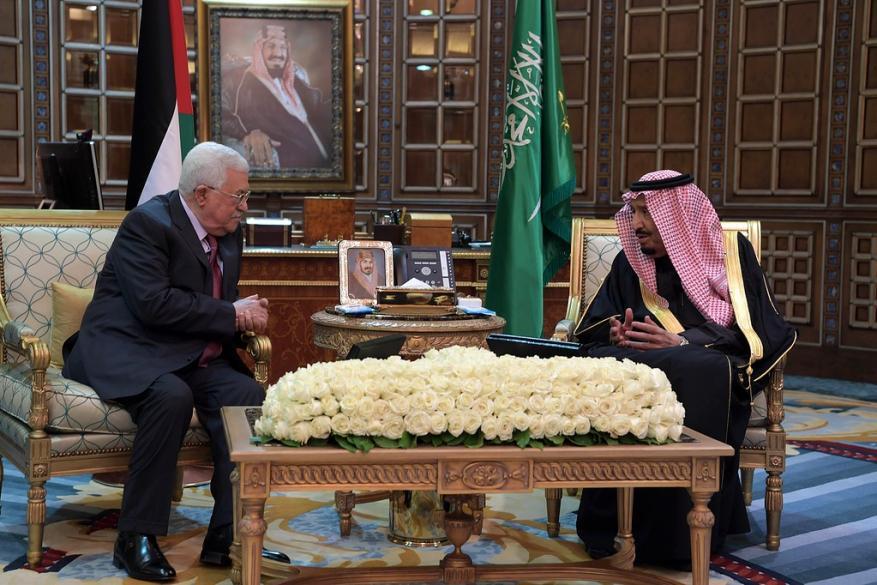عباس يجتمع مع العاهل السعودي في الرياض