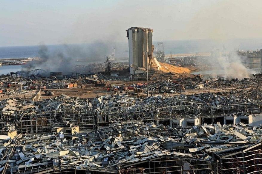 الحكومة اللبنانية تقر حالة الطوارئ وتفرض الإقامة الجبرية على مسؤولي المرفأ