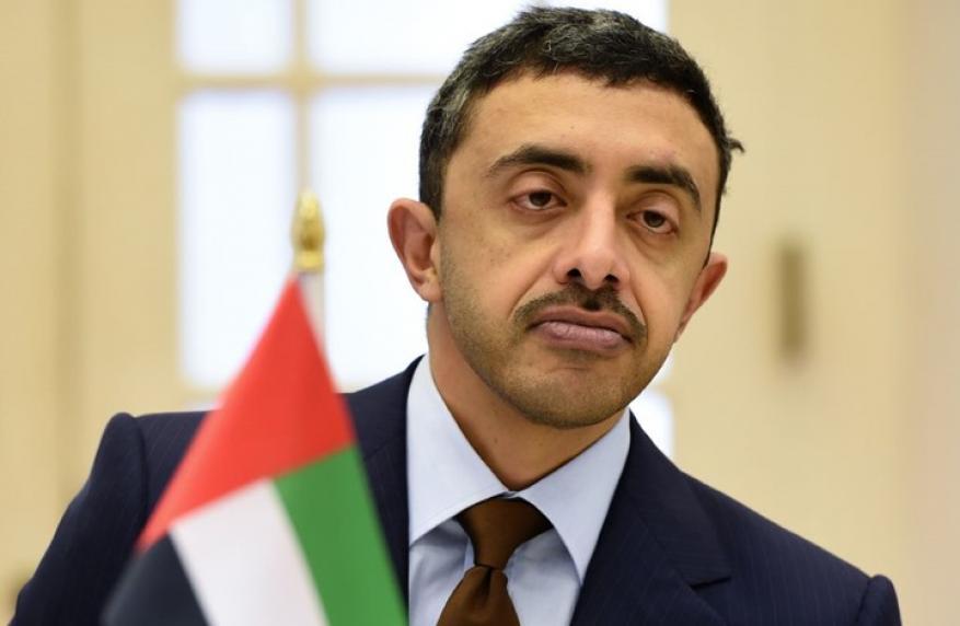 مذيعة الجزيرة تقصف جبهة وزير الخارجية الإماراتي