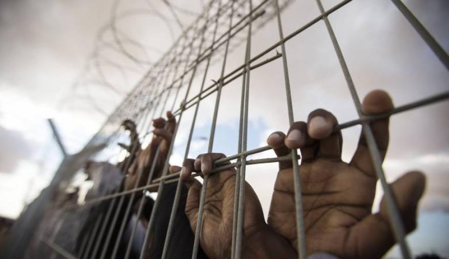 """إدارة معتقلات الاحتلال تواصل حرمان 34 أسيرا في معتقل """"جلبوع"""" من الزيارة"""