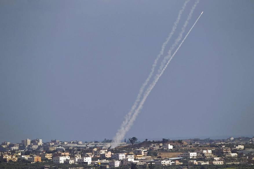 الإعلام العبري: حماس أطلقت 3 صواريخ تجريبية من غزة