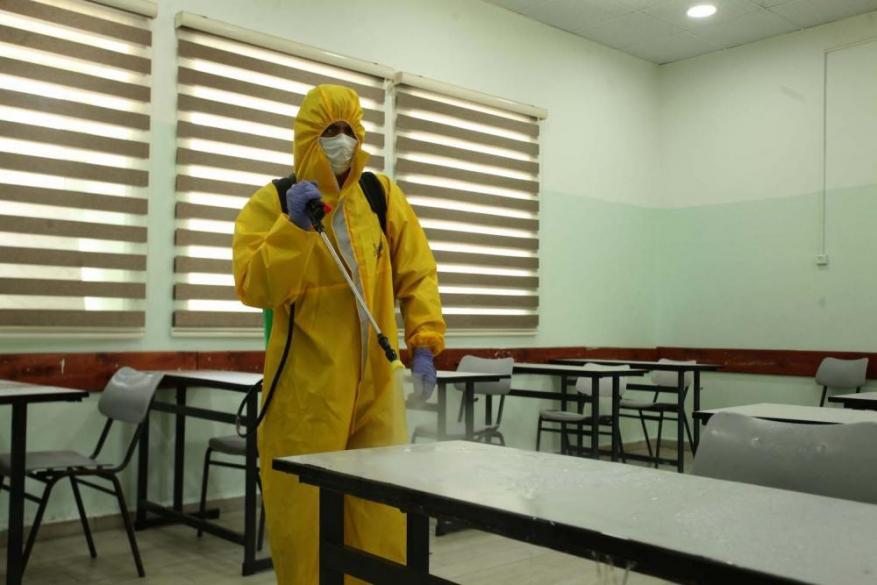 محافظ الخليل يعلق الدوام بمدرسة بحلحول لأسبوع