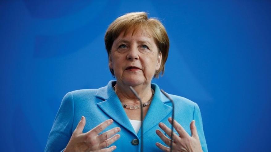 أنغيلا ميركل تمتدح منفذي محاولة اغتيال هتلر