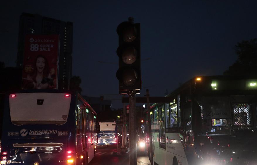 انقطاع التيار الكهربائي في إندونيسيا: عشرات الملايين غارقون في الظلام