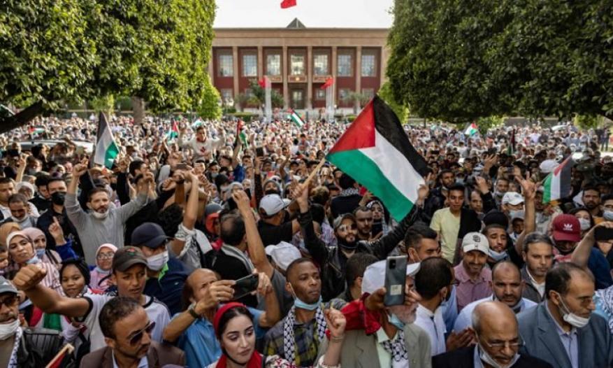 """المغرب.. """"الشعب يريد إسقاط التطبيع"""" هتاف التضامن مع غزة"""