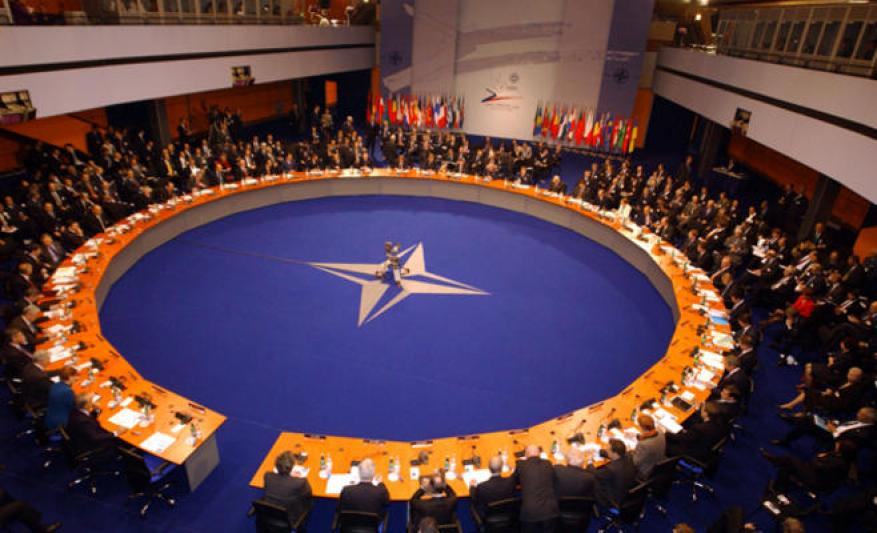 الناتو يعلن دعمه لأوكرانيا ويطالب روسيا بإطلاق سراح البحارة