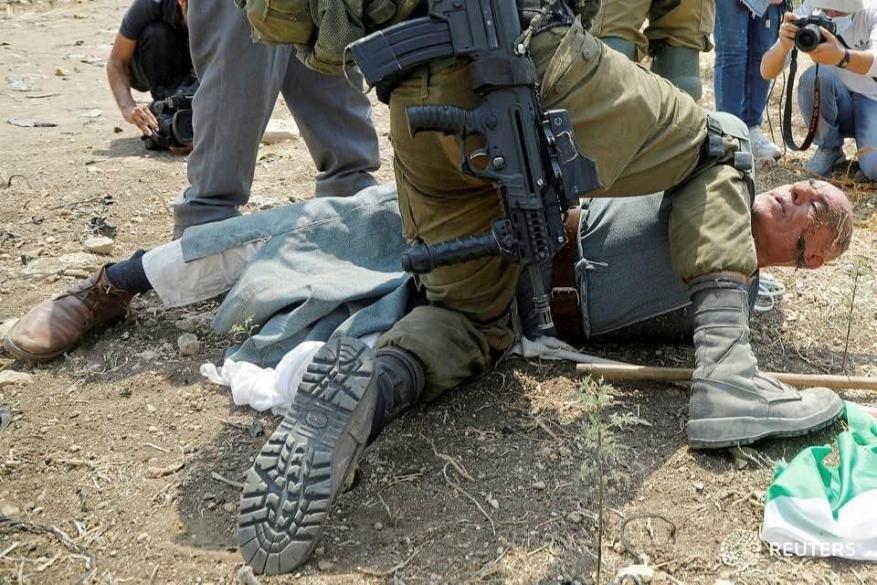 الاحتلال يصدر حكما بالسجن والغرامة على المسن خيري حنّون