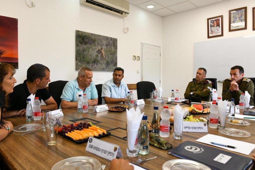 رئيس أركان جيش الاحتلال يجتمع مع رؤساء مستوطنات غلاف غزة