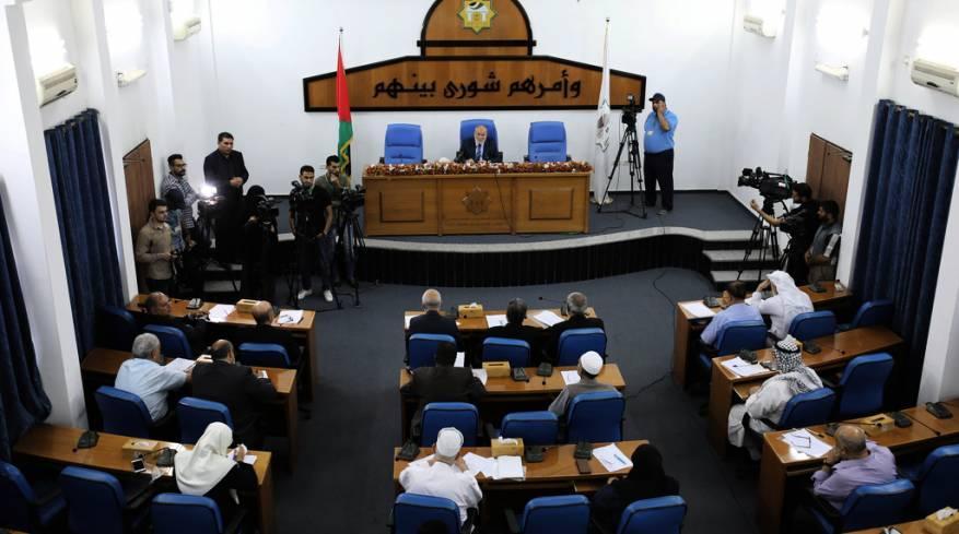 التشريعي يُقر بالقراءة الأولى قانون عقوبات بديلة لإعادة إدماج المجرمين بالمجتمع