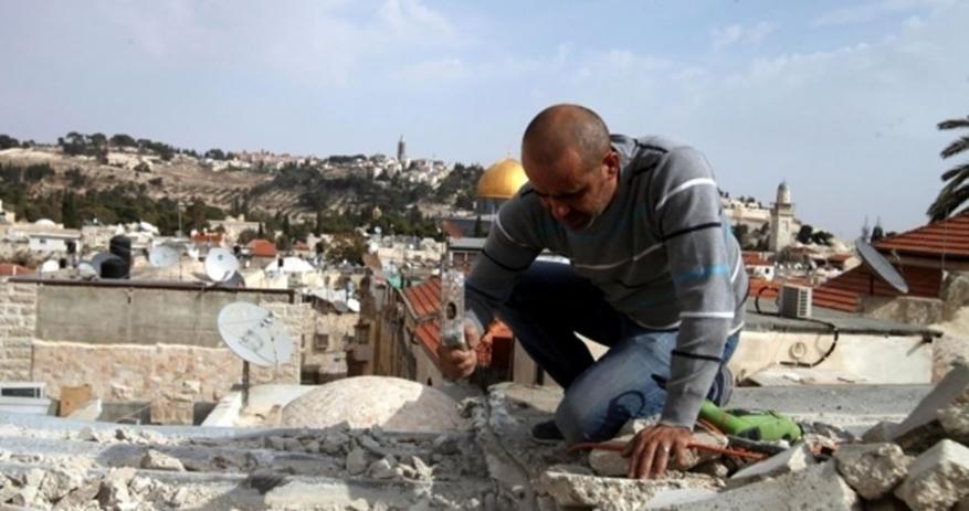 الاحتلال يجبر مقدسيين على هدم منشأتهم شمال القدس المحتلة