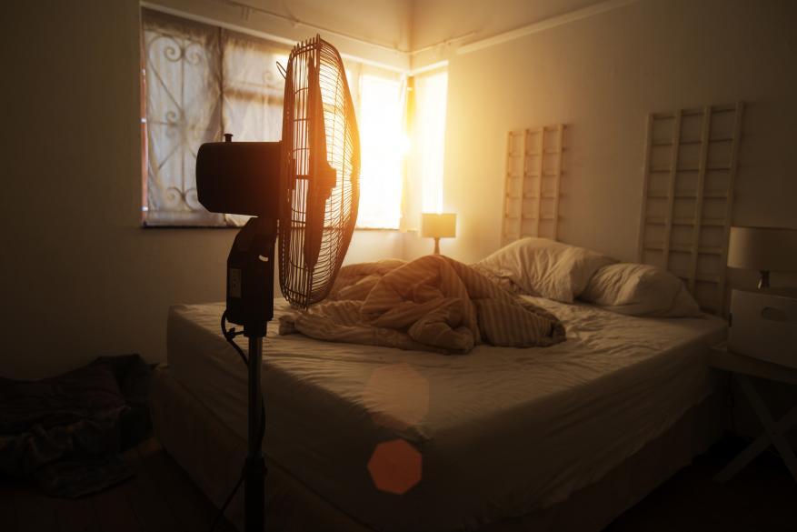 أضرار النوم مع مروحة تعمل!