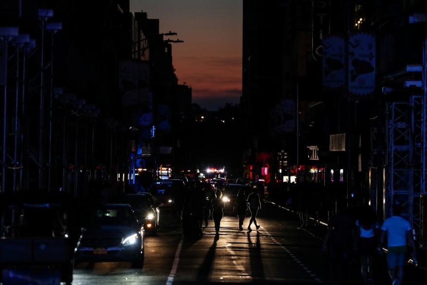 أعمال شغب ونهب.. نيويورك تغرق في ظلام لم يحدث منذ 42 عاماً