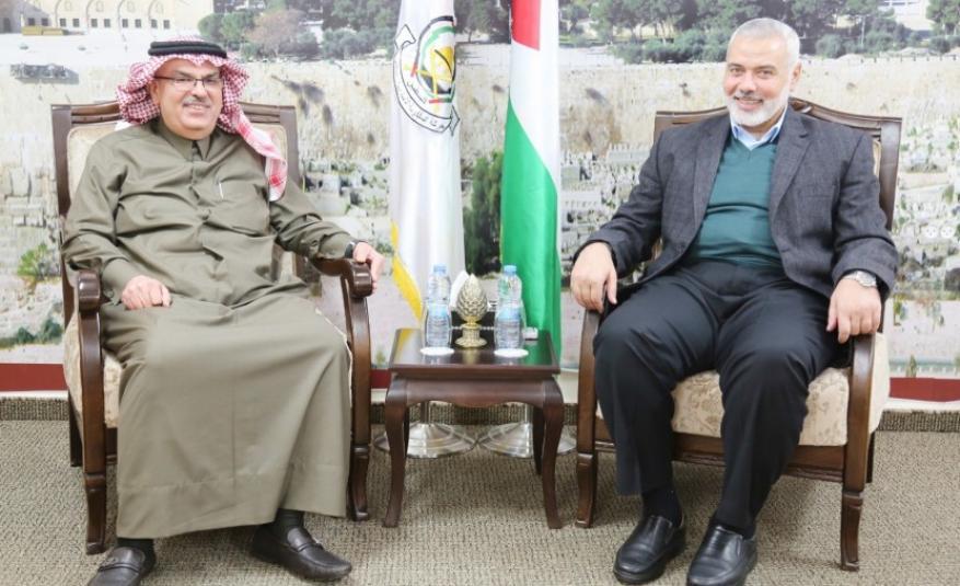 هنية يستقبل السفير القطري محمد العمادي بمنزله بحضور السنوار
