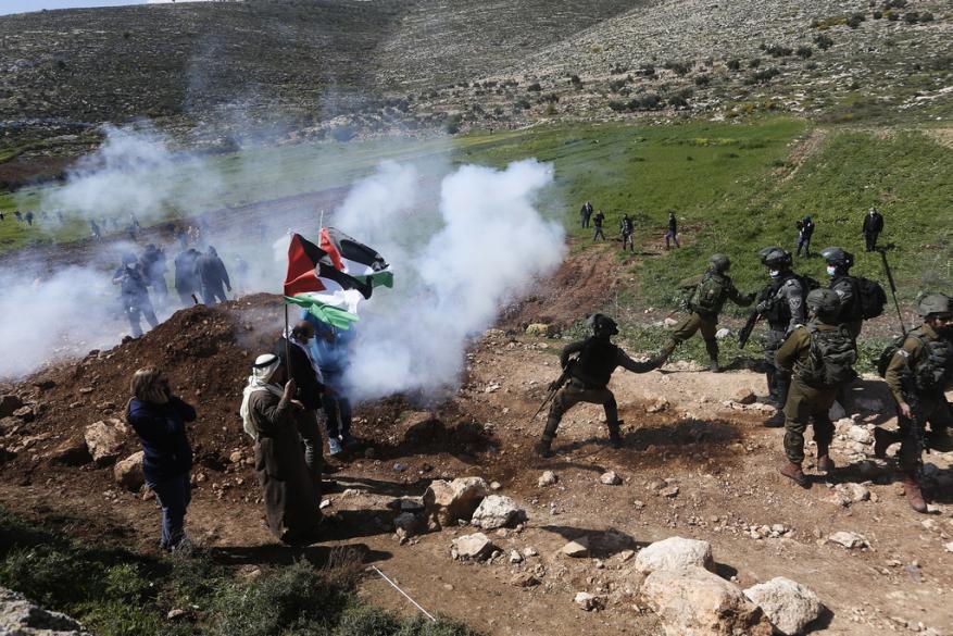 إصابات خلال قمع الاحتلال مسيرة في بيت دجن شرق نابلس