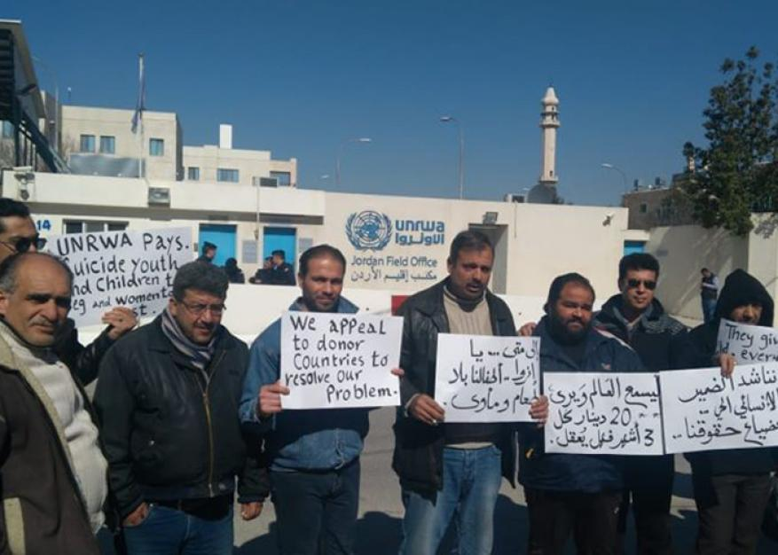 فلسطينيو سورية يعتصمون أمام مقر الأونروا في عمان