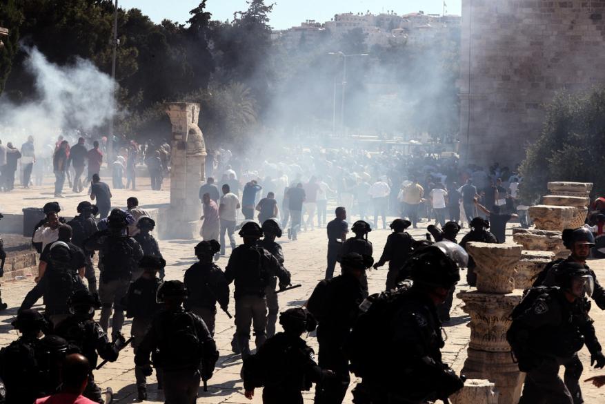 إصابات بمواجهات عقب اقتحام الأقصى في أول أيام عيد الأضحى